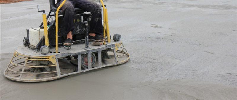 ¿Cómo se hace un piso de cemento pulido?