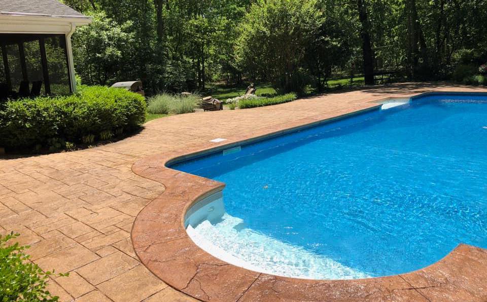hormigón impreso alrededor piscina
